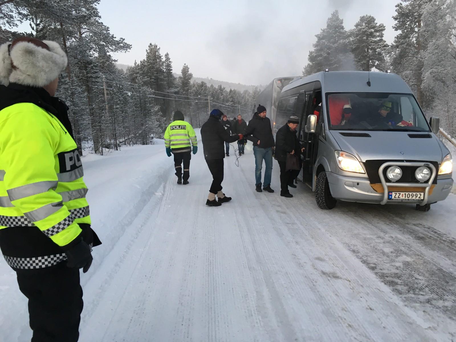 Passasjerene måtte berges over i andre busser