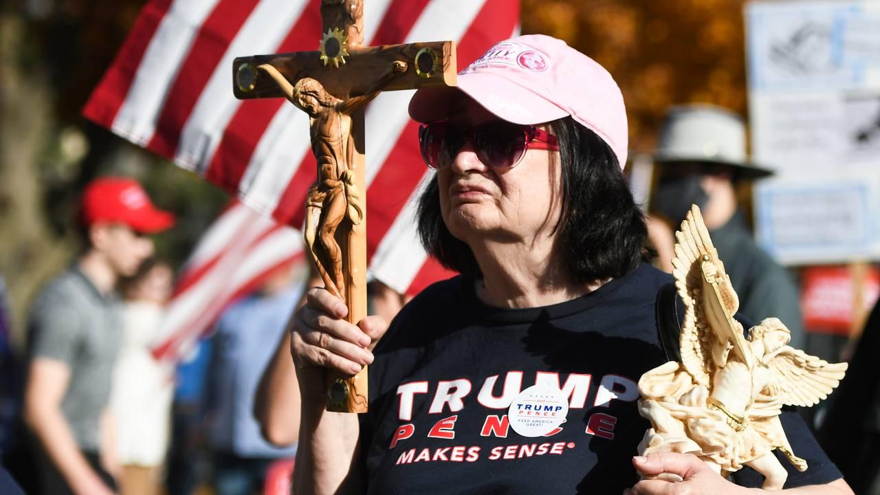 Kvinne i Michigan. I delstaten arrangeres det rally for den sittende presidenten.