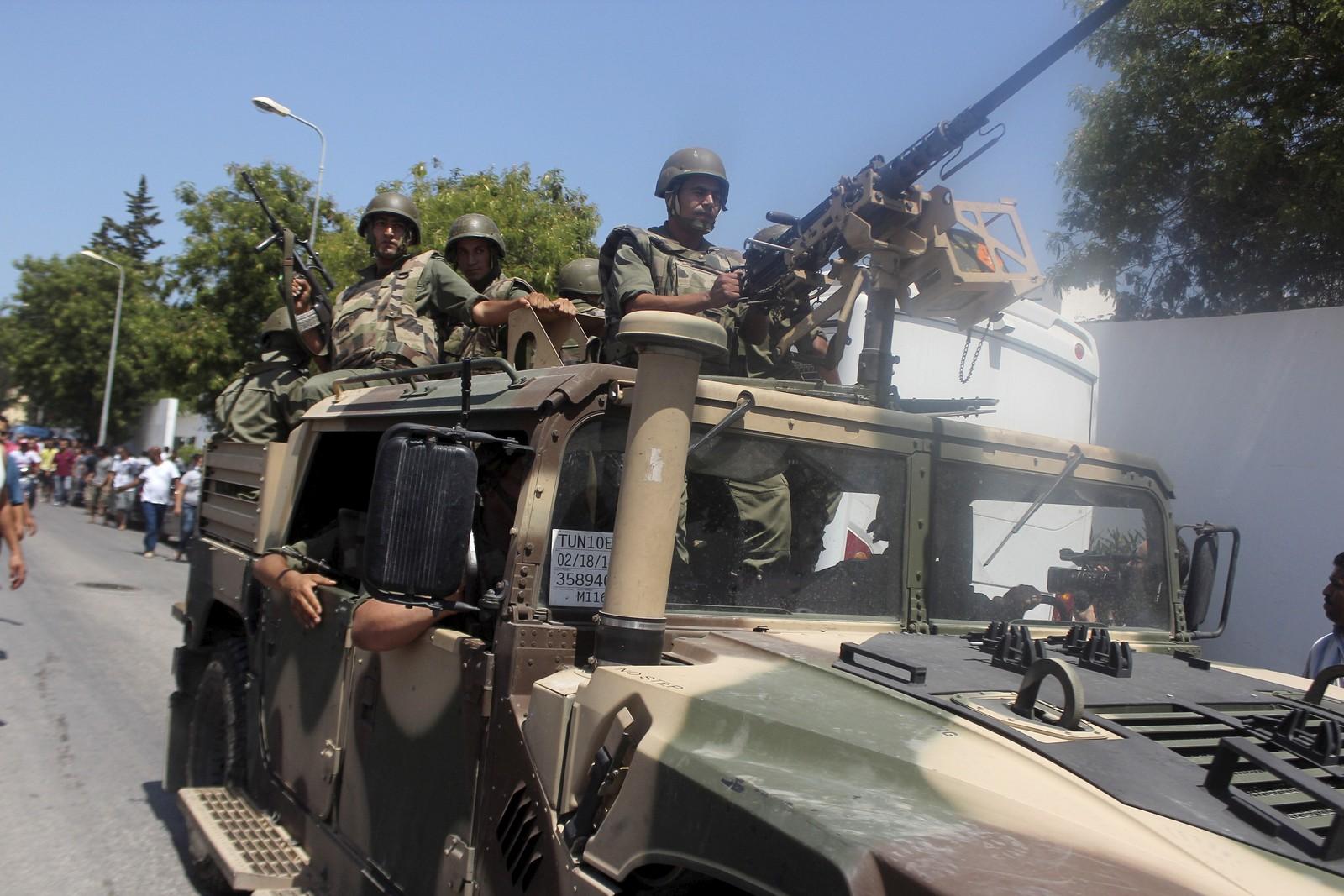 Soldater ankommer Sousse etter fredagens angrep.