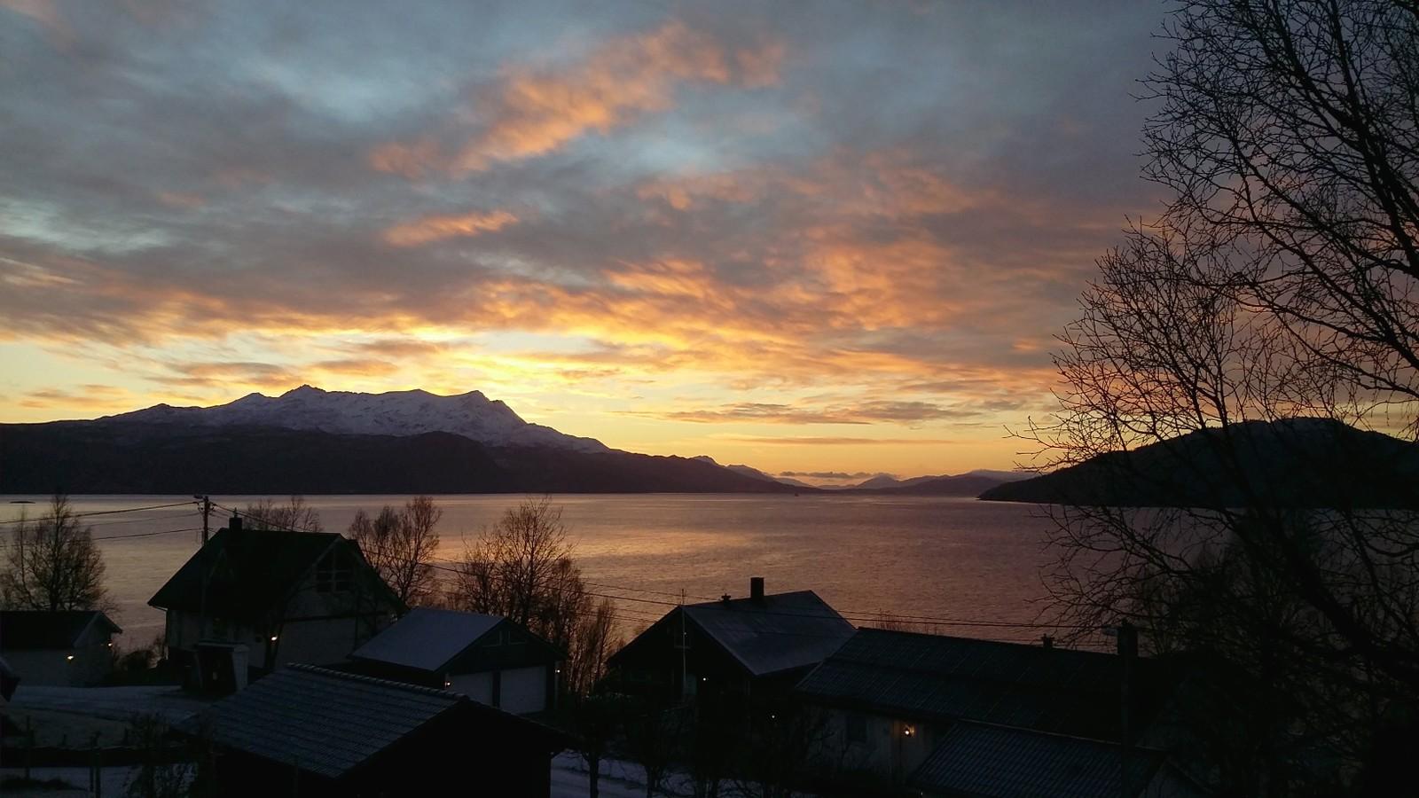 Vakkert lys over Solbergfjorden.