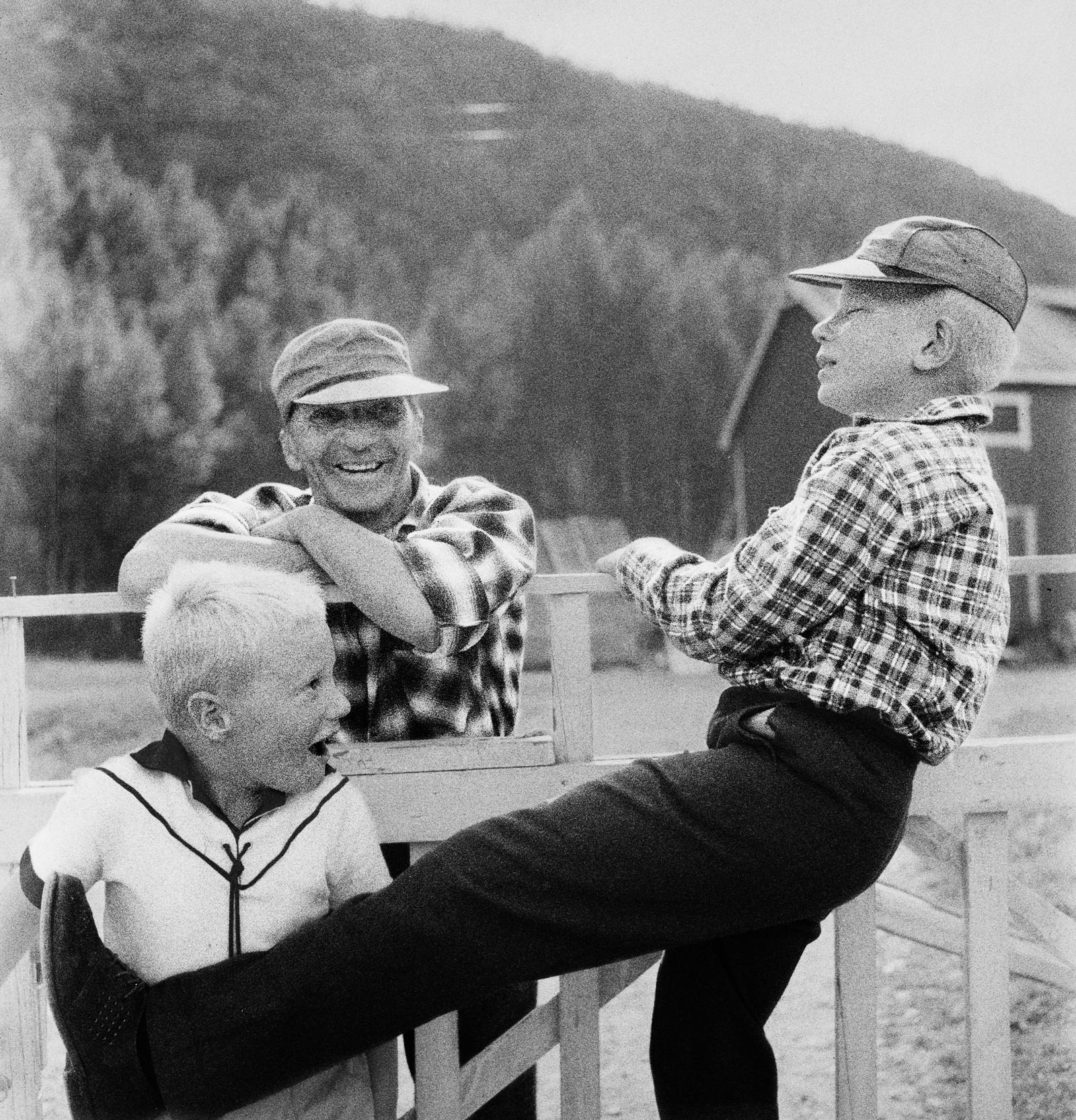 Kivijärvi jobbet som fotograf for Vest-Finnmark Arbeiderblad i tenårene. Dette bildet er tatt i Alta omkring 1956-57.