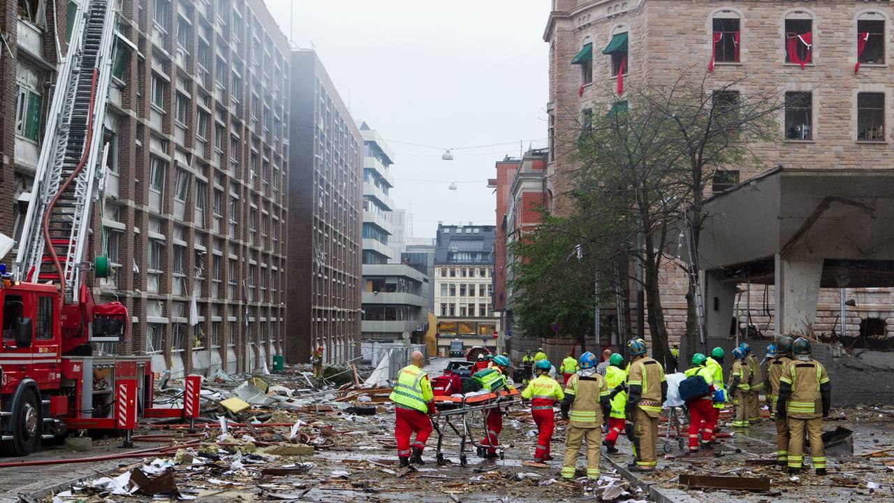 TERRORANGREPET: Høyblokken og resten av regjeringskvartalet ble ødelagt av den kraftige bombeeksplosjonen 22. juli 2011. Bildet viser ødeleggelsene sett fra Grubbegata i retning Stortorvet.