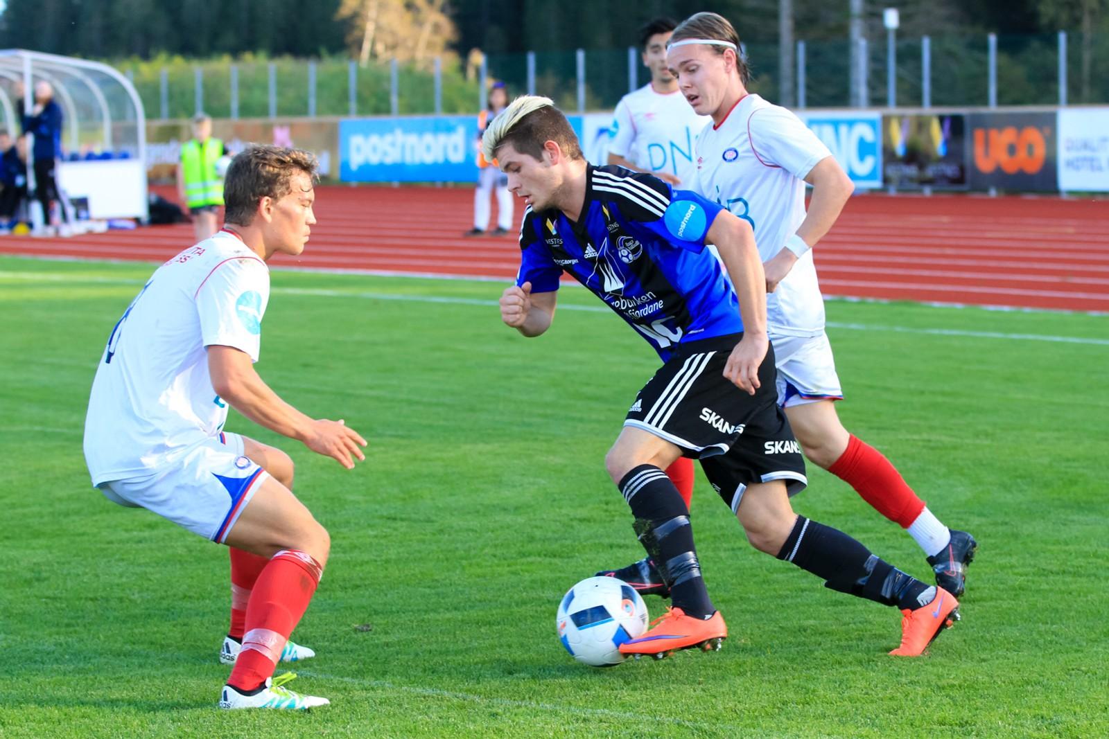 Oliver Rotihaug fekk sjansen for dei blåkledde då Runar Hove måtte ut med skade.