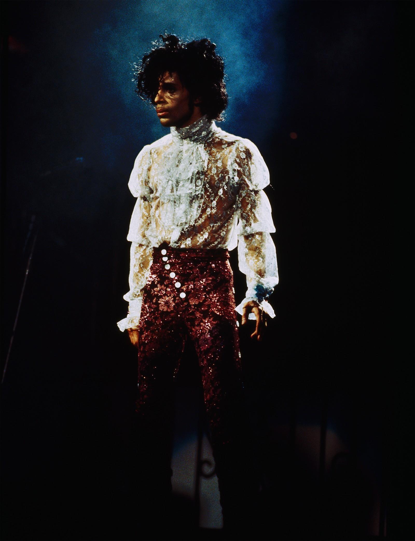 Nancy Bundt fotograferte Prince i 4,5 måneder i løpet av turneen i 1984/85.  - Som oftest brukte jeg Fiju Velvia film med 300 mm linse. Det gjorde at jeg kunne komme veldig nært innpå, forteller hun.
