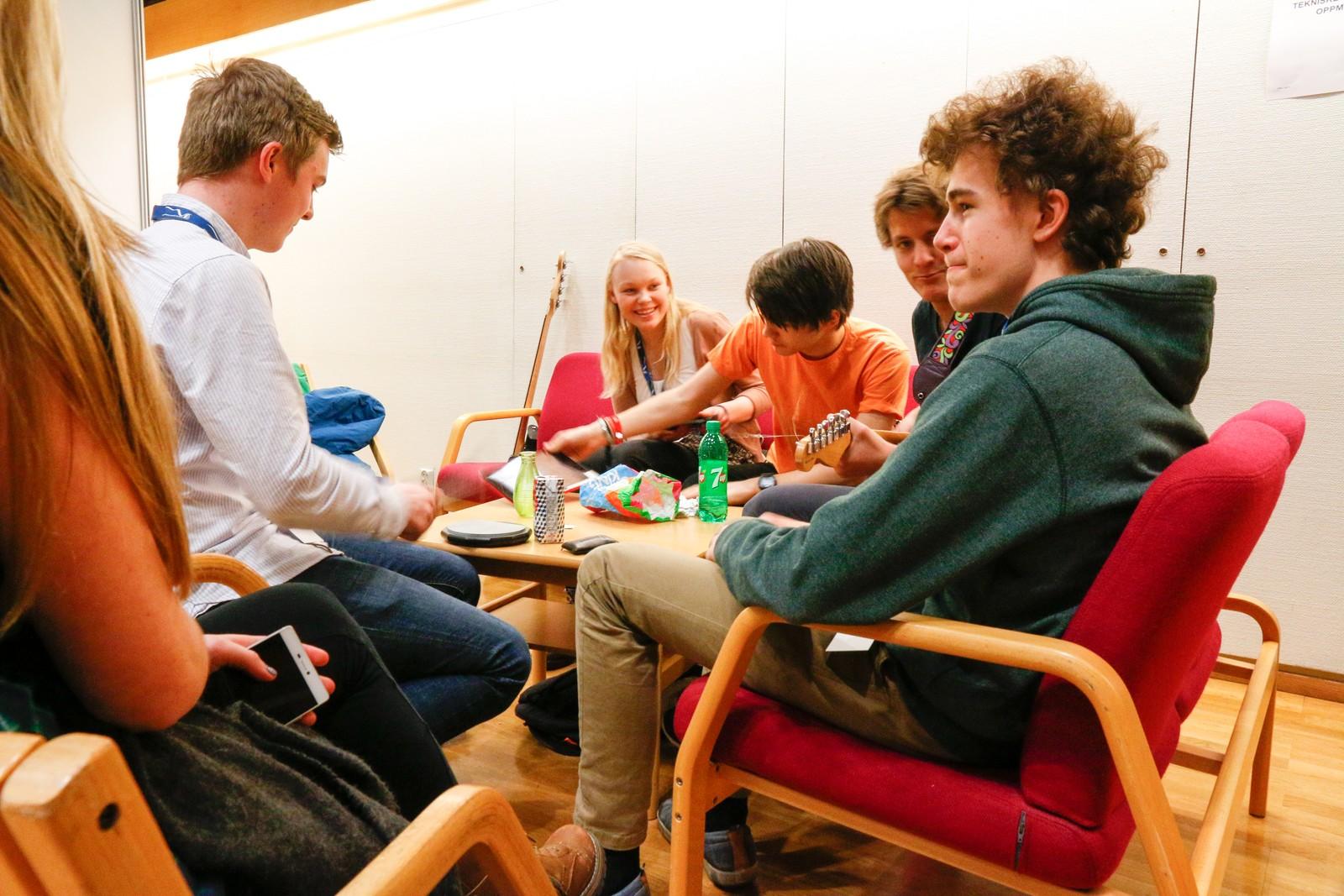 GREEN ROOM: The Immature Avokados ventar i spenning på å få kome på scena i Førdehuset
