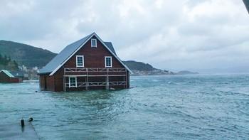 Hus under vatn på Raudeberg
