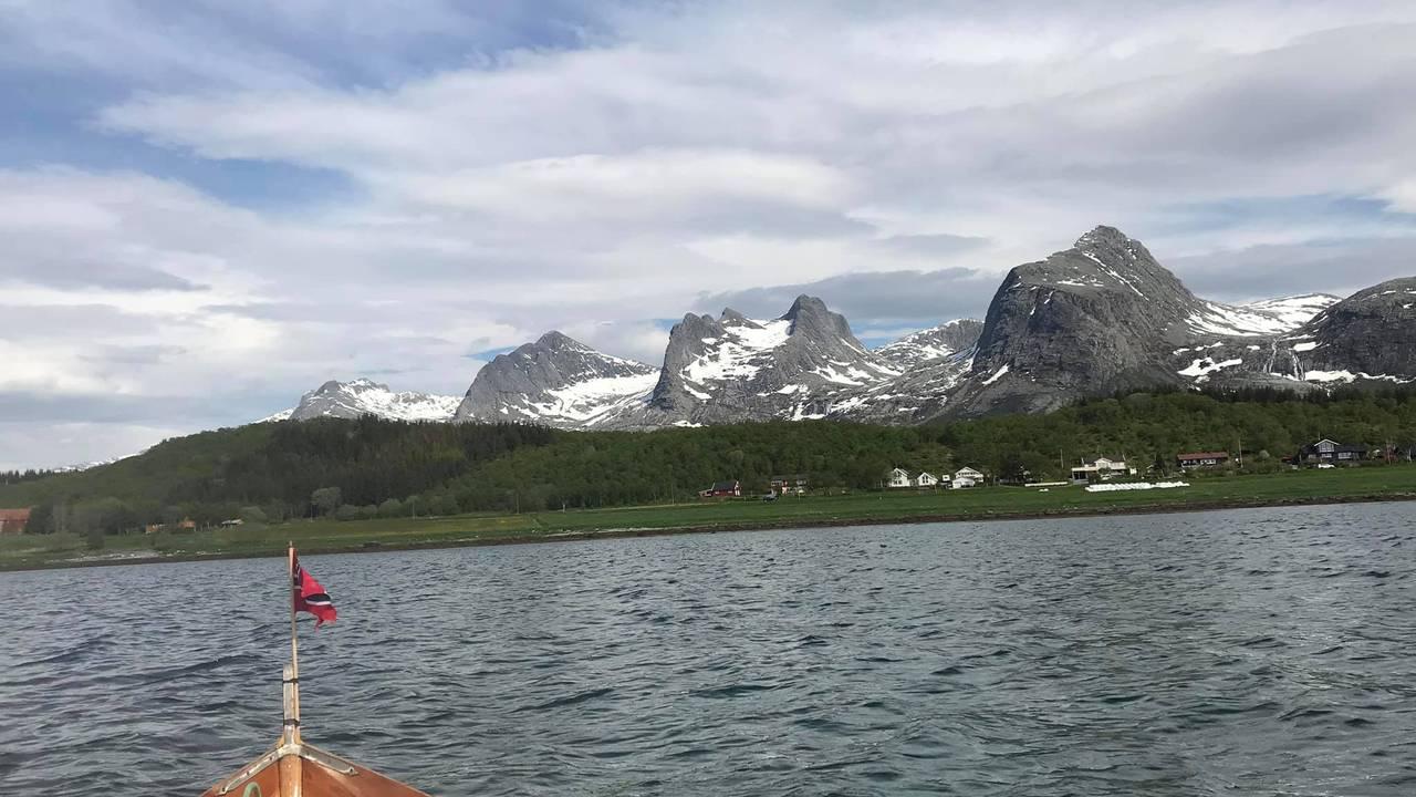 Forbi de sju søstre i Nordland.