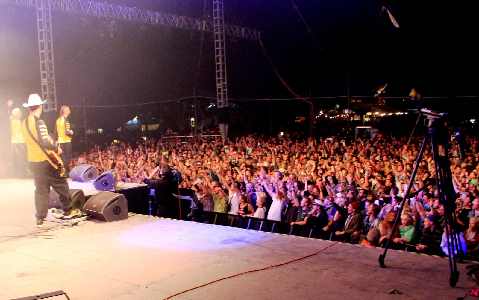 På scenen med Dubioza Kolektiv under Roskildefestivalen 2013.