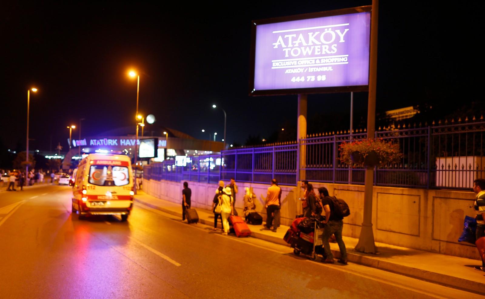 Eksplosjoner på Istanbul Atatürk flyplass.