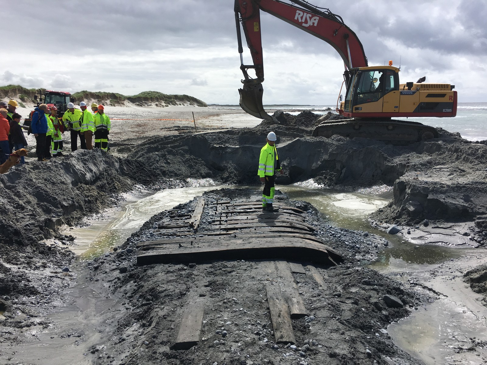 Vraket består av et 10x4 meter stort flak, som er en del av skutesiden. Flaket ble begravd dypt i sanden etter en storm.