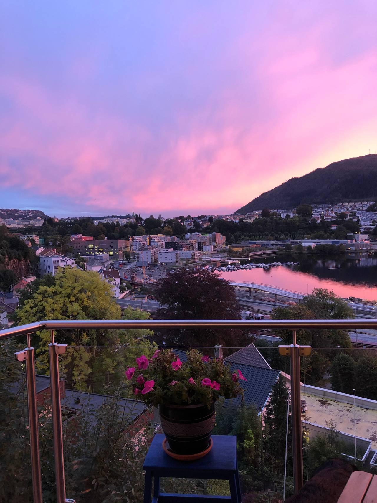 Rosa sky i Bergen