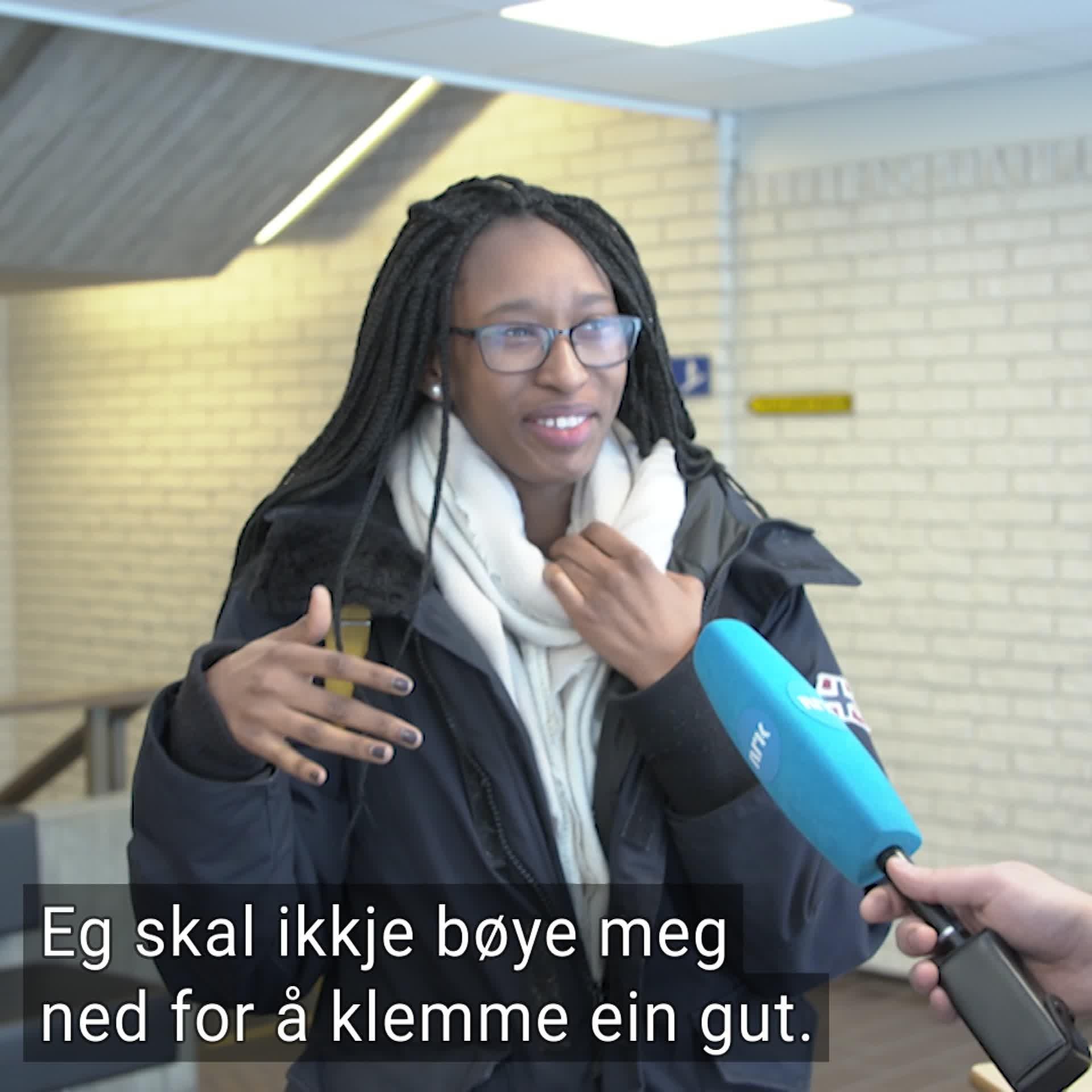 Er det greitt å stille høgdekrav på Tinder? - NRK