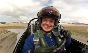Video Eskil Amdal viser frem F16