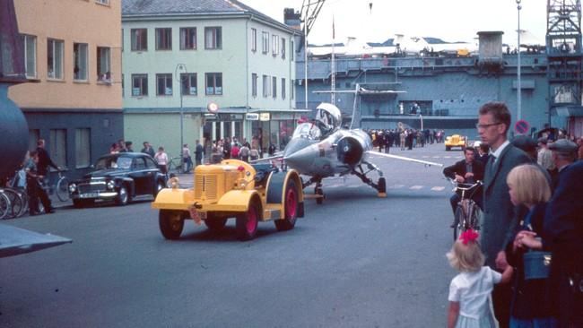Starfighteren fraktes gjennom Bodø sentrum da den kom for første gang for 40 år siden