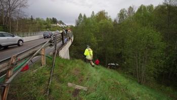Bil falt 30-40 meter i Ski