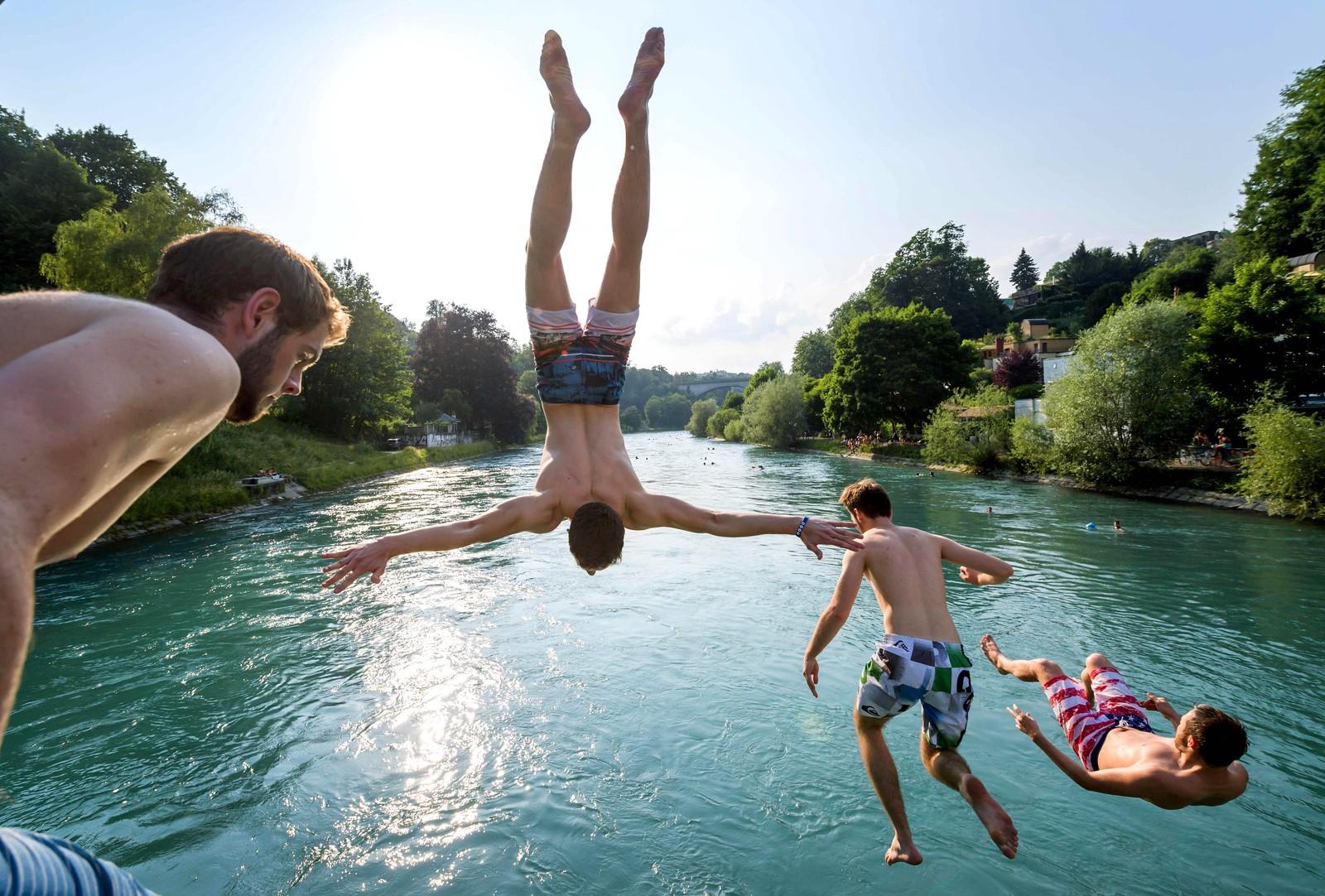 Det har vært ordentlig varmt flere steder i Europa denne uka. Dette bildet er fra Bern i Sveits.