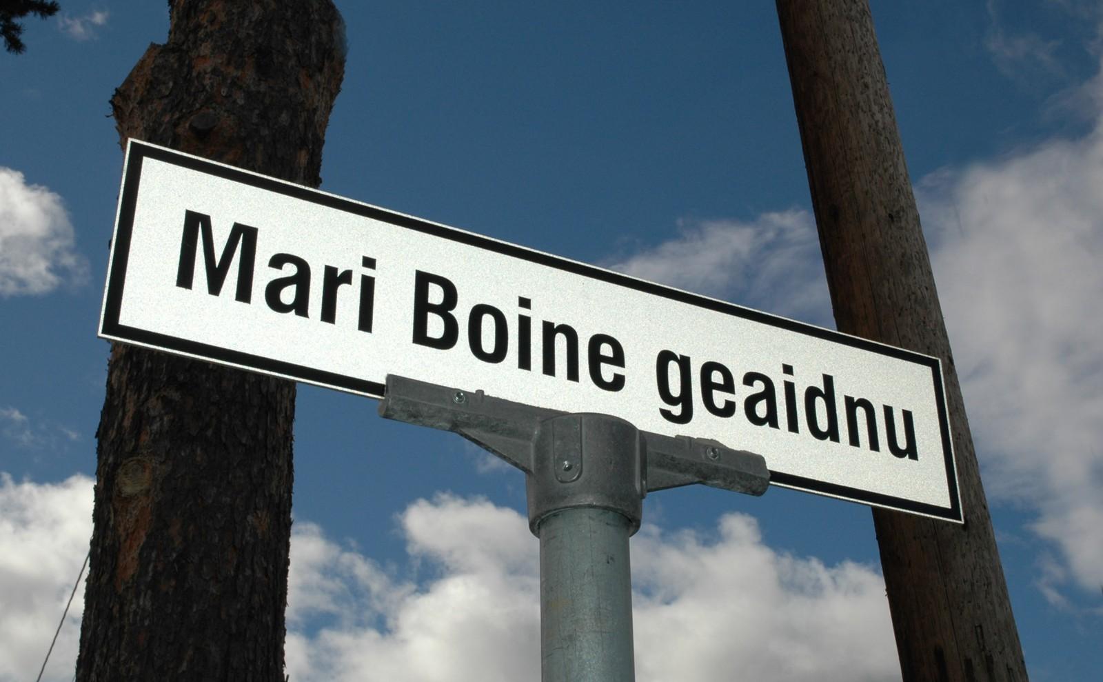 Mari Boines hjemkommune Karasjok, hedret artisten med å døpe en gate i hennes navn. Gata het tidligere Museumsgata, og i samme gate har NRK Sápmis hovedredaksjon sitt tilholdssted.
