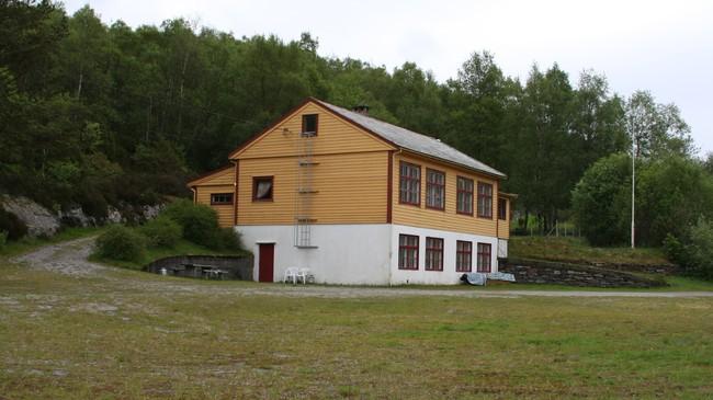 Tidlegare Skifjord skule. Foto: Ottar Starheim, NRK.