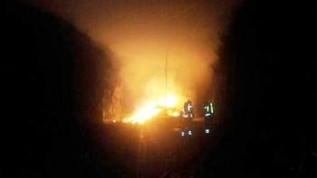 Sjekk videoen fra den kraftige brunost-brannen i Brattlitunnelen i Kjøpsvik kommune.