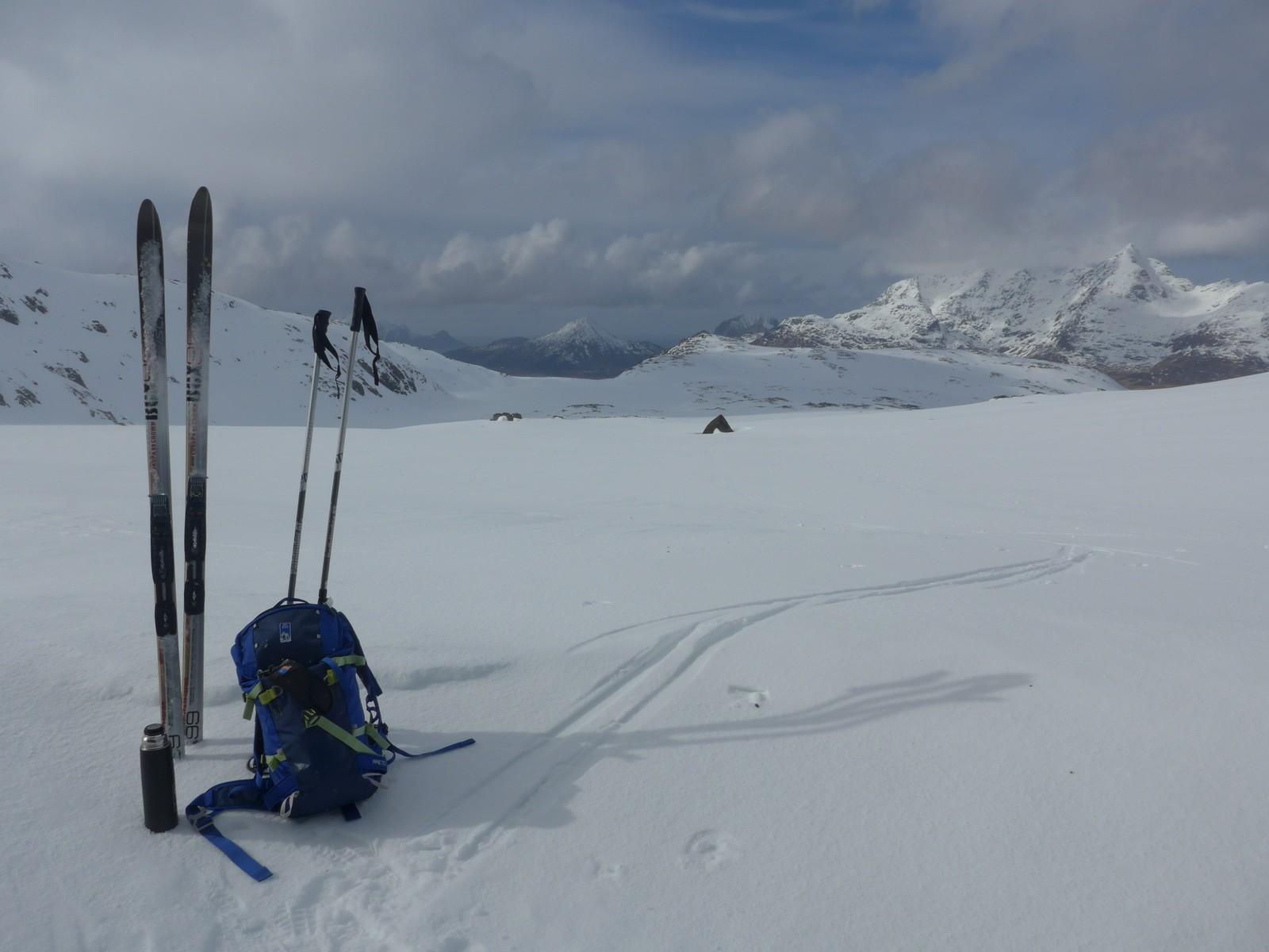 Fortsatt masse snø i fjellet på Vestvågøy