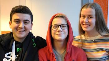 Burhan Øzdemir, Stian Haave og Ingeborg Skarre Stensland fra Marienlyst skole deltok i klassequizen 2016.
