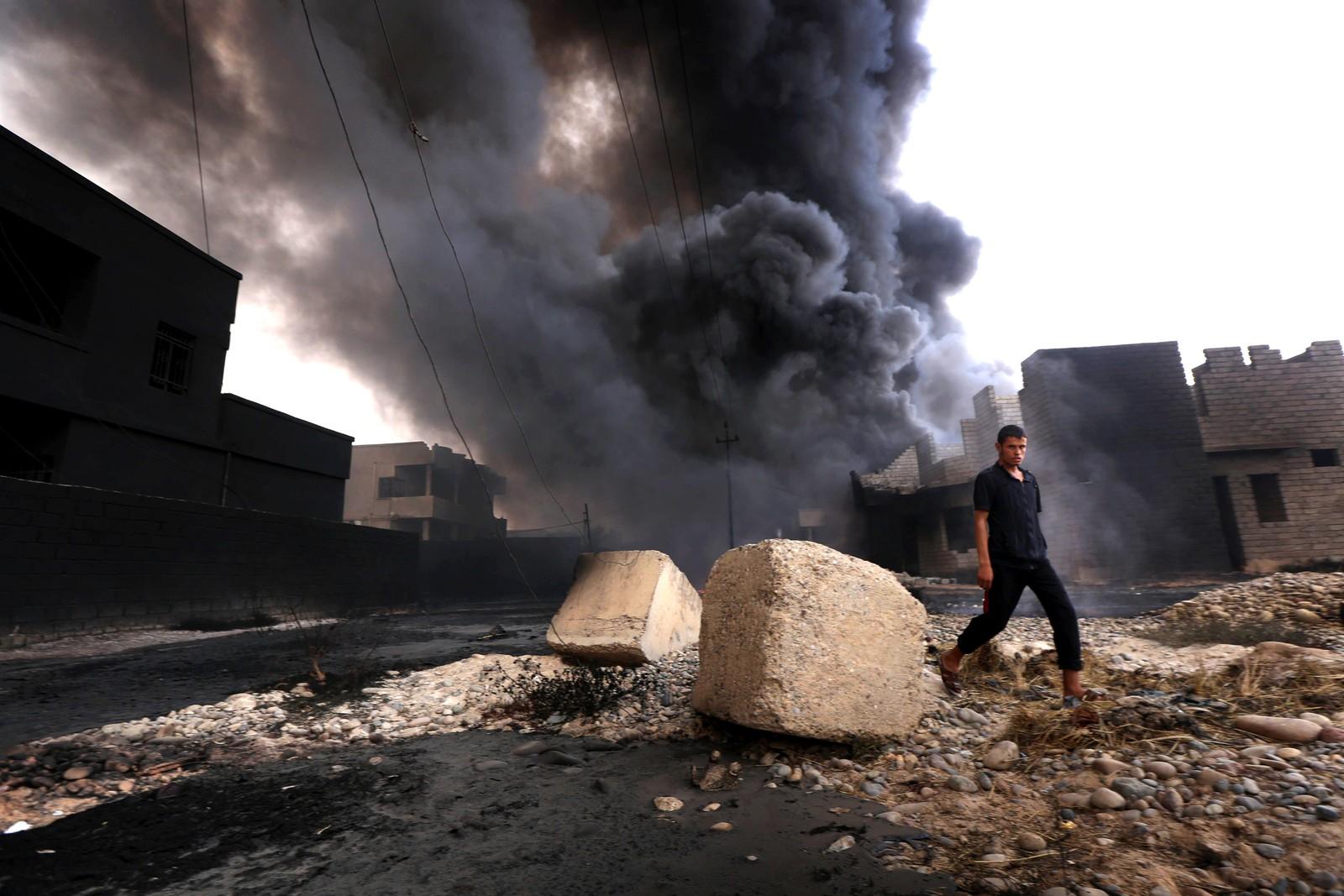 IS satte oljebrønner i brann i Al Qayyarah i Irak da irakiske styrker tvang terrorgruppen til å flykte fra området. Bildet er tatt den 30. august.