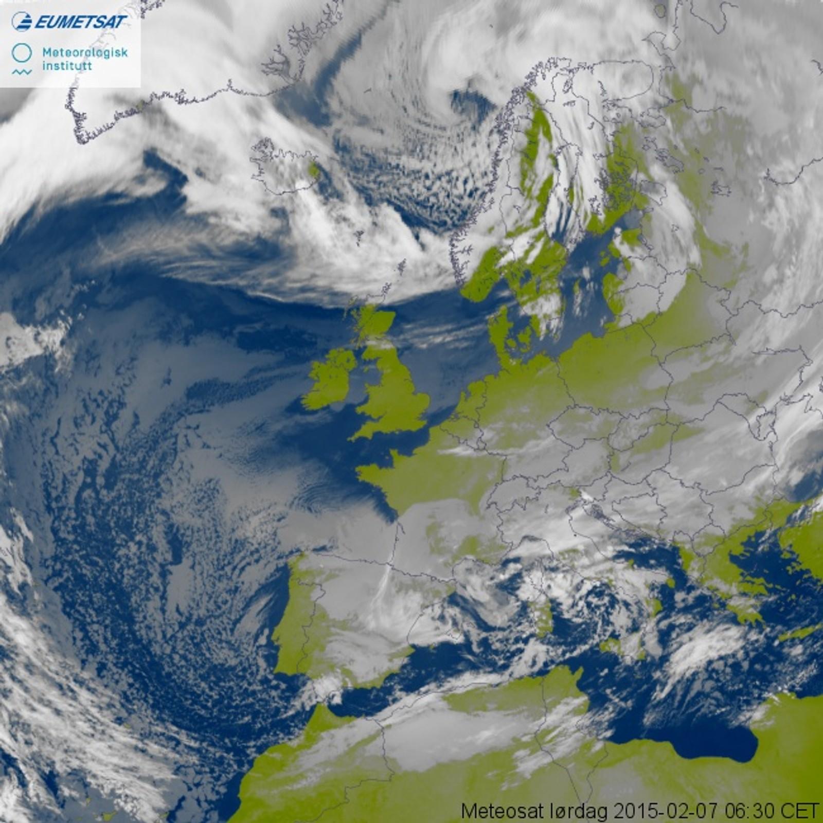 Satelittbilde av Ole tidlig lørdag morgen, før uværet treffer Norge.