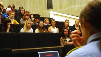 Politiet i Tromsø holder foredrag for russen om narkotika