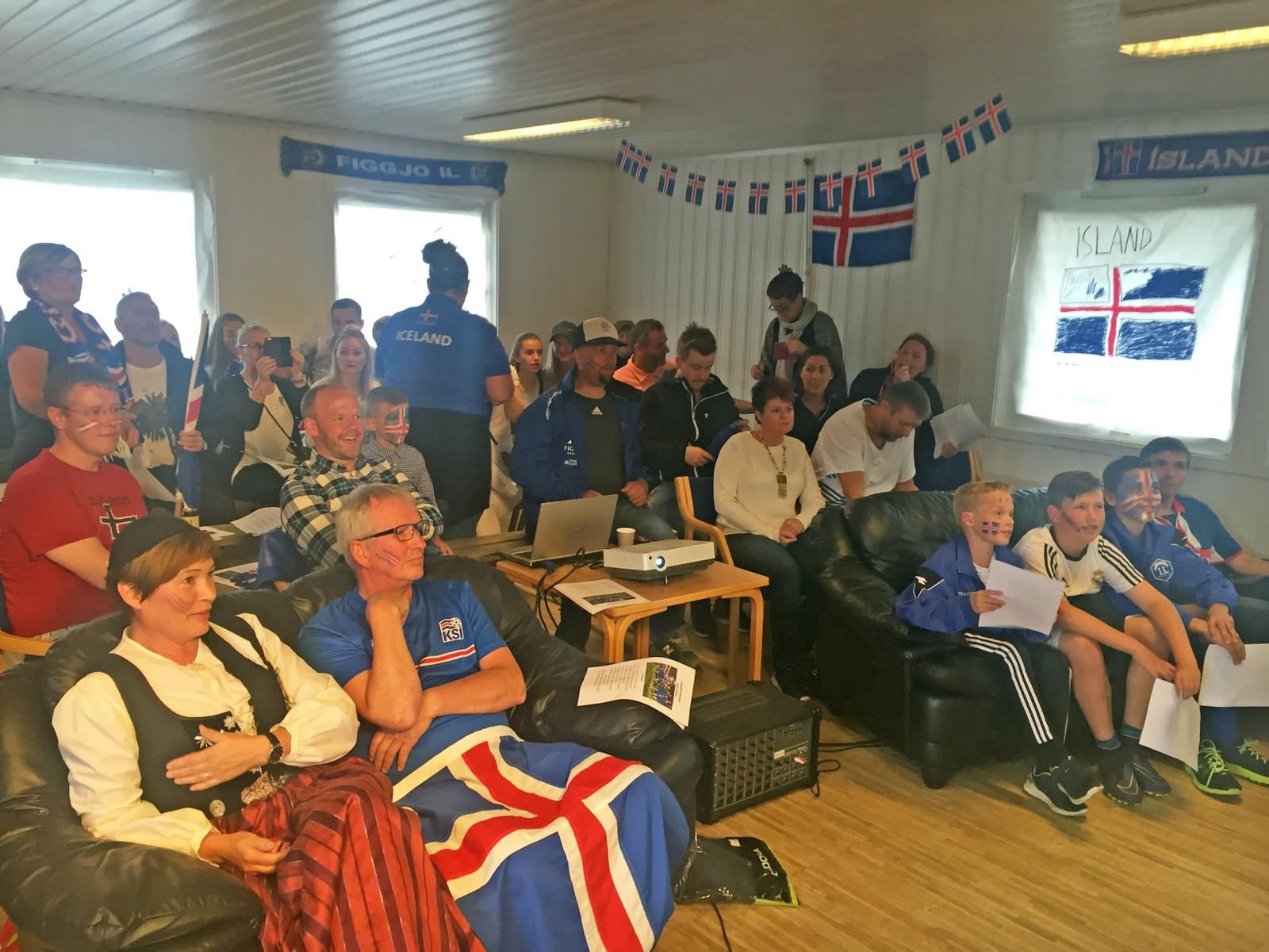 Frankrike-Island på storskjerm i klubbhuset til Figgjo IL søndag.