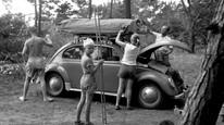 En familie på campingferie i 1957