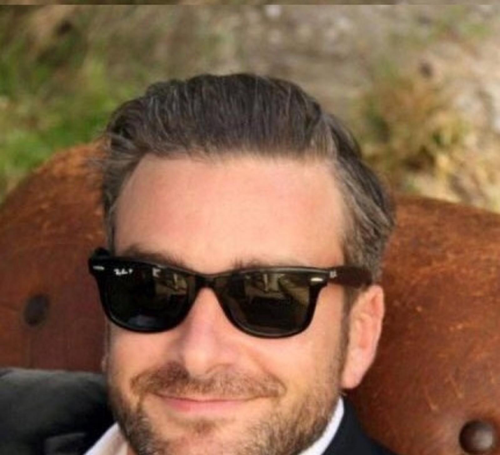 Bertrand Navarret (37) var på helgevisitt i Paris for å dra på Eagles-konserten på Bataclan. Der mistet han livet. Navarret jobbet som snekker og hadde en lidenskap for snowboard og vintersport.