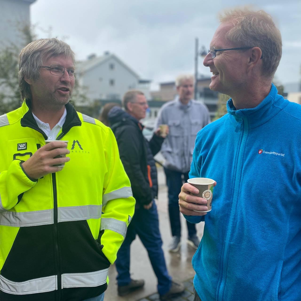 Espen Svenneby i Forestia og Tor Andre Johnsen drikker kaffe.