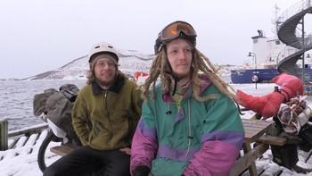 Niklas Richelshagen og Andi Haas finansierer sykkelturen gjennom Sverige og Norge med søppel.