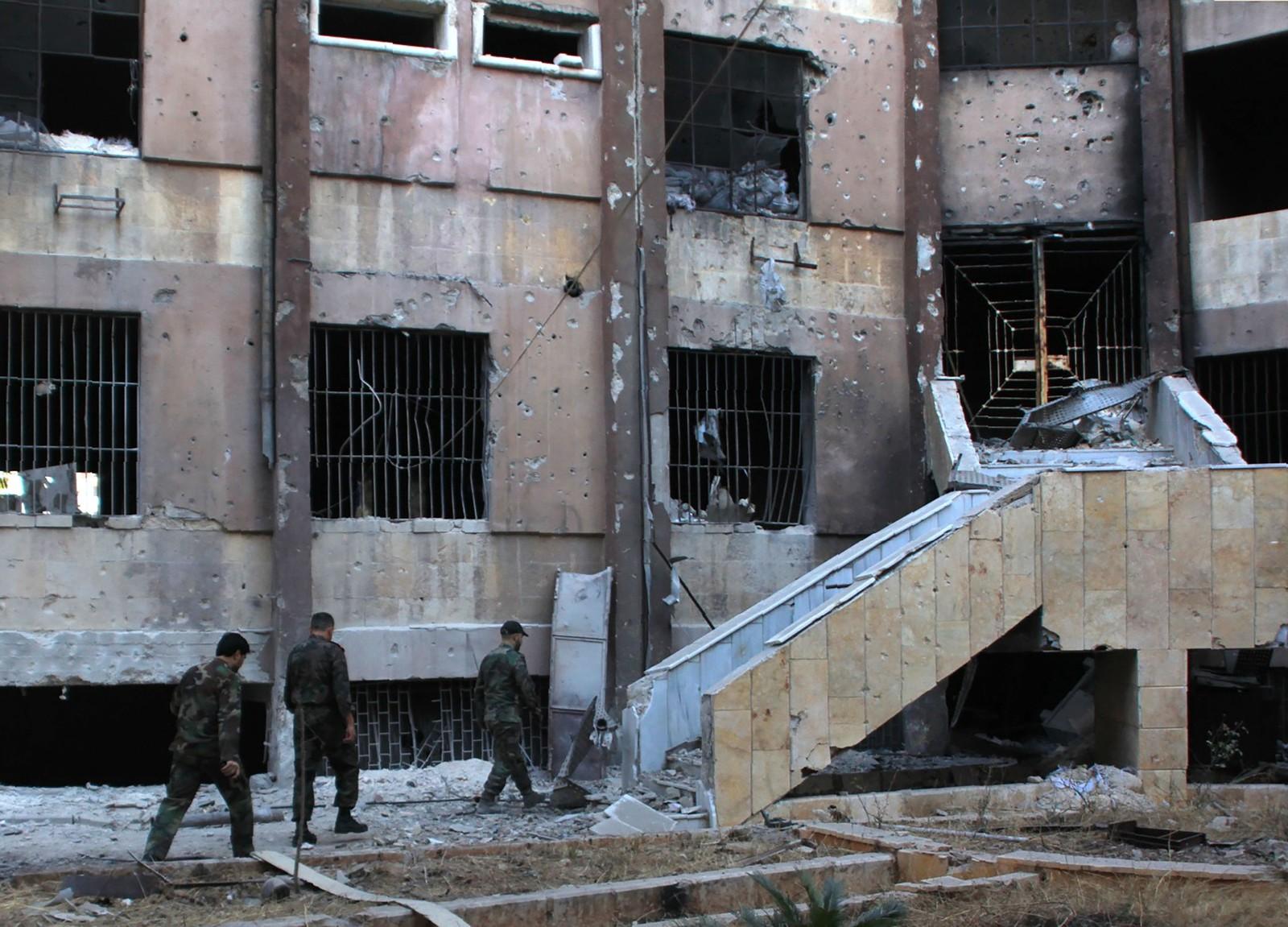 Syriske soldatar har teke kontroll over bydelen Bustan al-Basha i Aleppo.