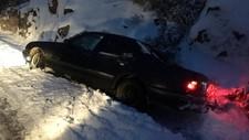 Like sør for Valebø i Telemark har en bil havnet i grøfta. Det gikk bra med sjåføren, som forteller at det var glatt og at han skled rett i grøfta.