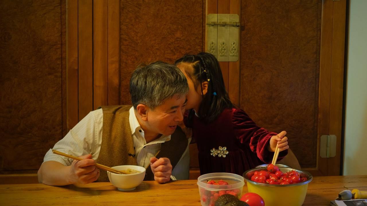 Xiaoxiao og farfar er mykje saman