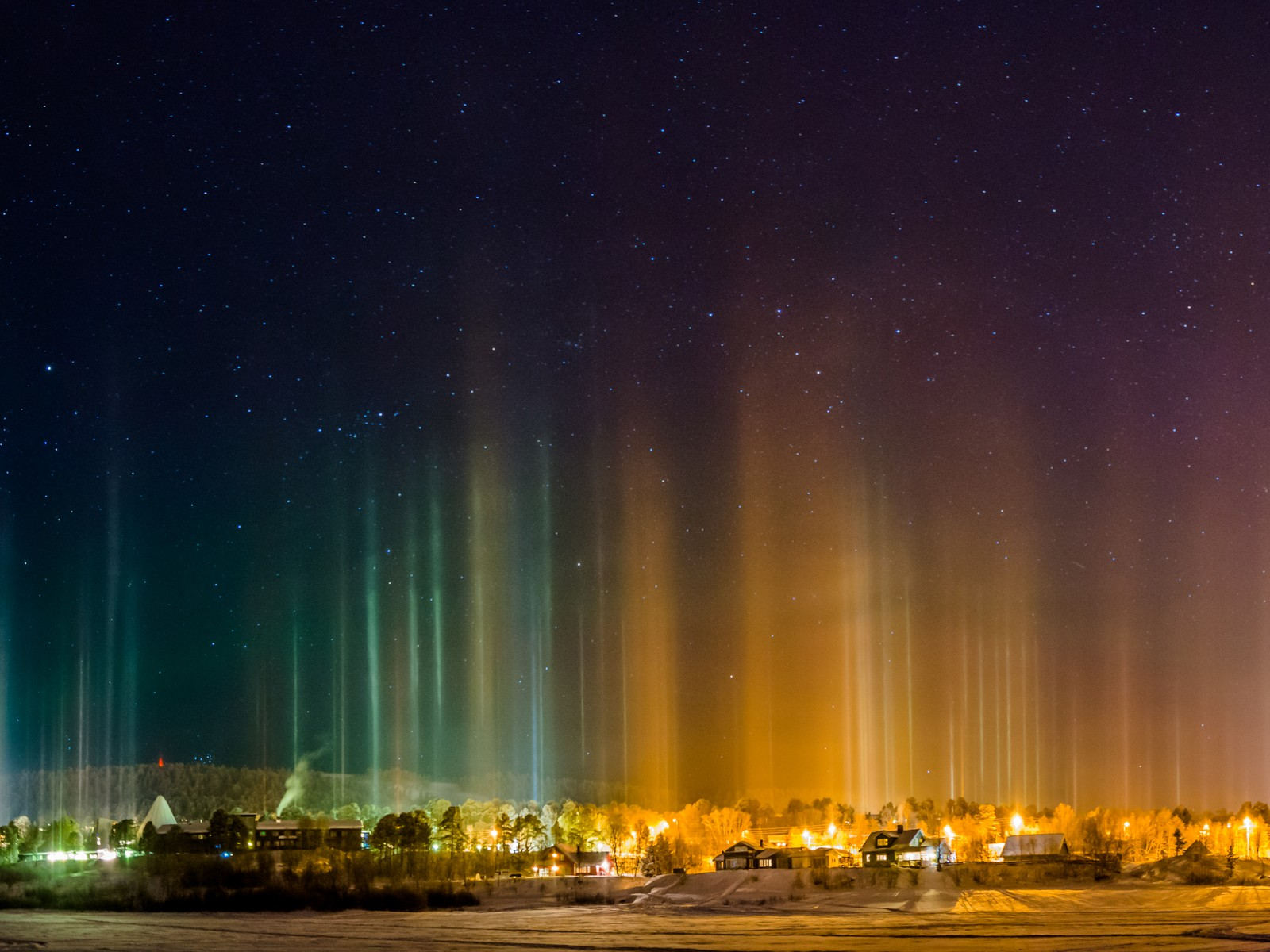 In the town of Karasjok in northern Norway, a spectacular show of light an color painted the night sky yesterday.