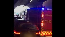 VIDEO: Mange bilar i kjedekollisjon