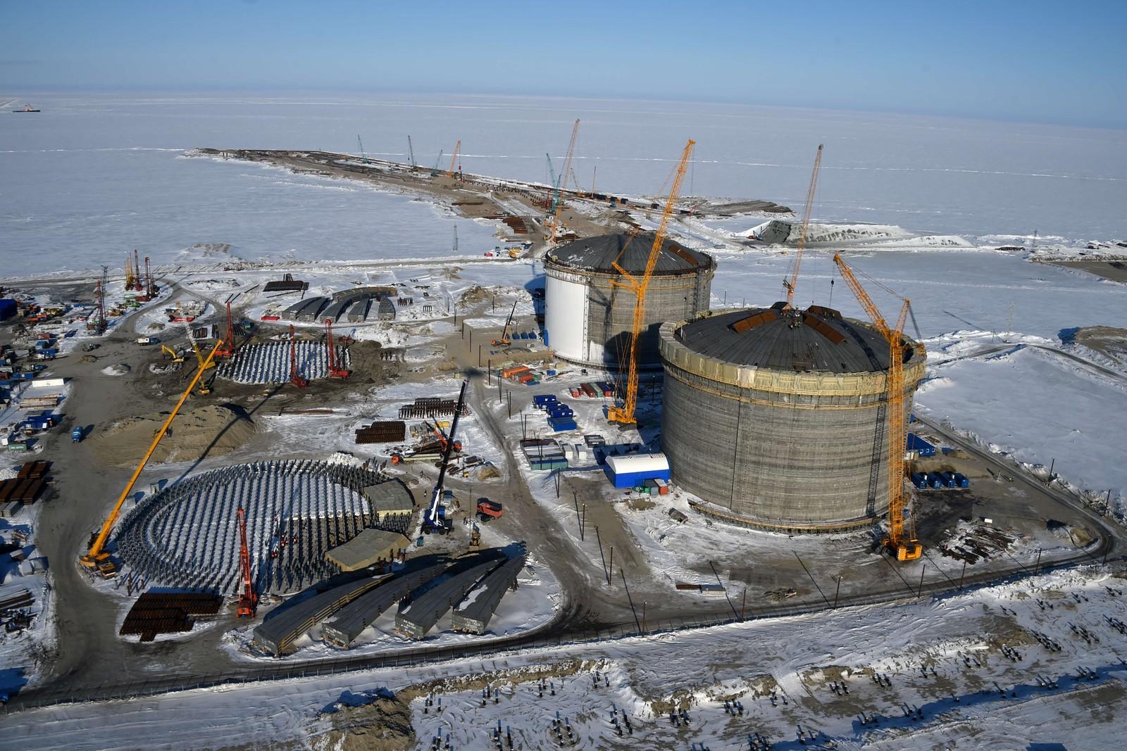 HER SKAL GASSEN LAGRES: De store tankene skal inneholde gass som er hentet opp fra prosjektet Yamal LNG. Noen av de største gassforekomstene i Russland ligger i dette området.