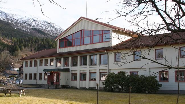Husstellskulebygningen frå 1957 husar i 2010 kulturavdelinga til fylkeskommunen. Foto: Kjell Arvid Stølen, NRK.