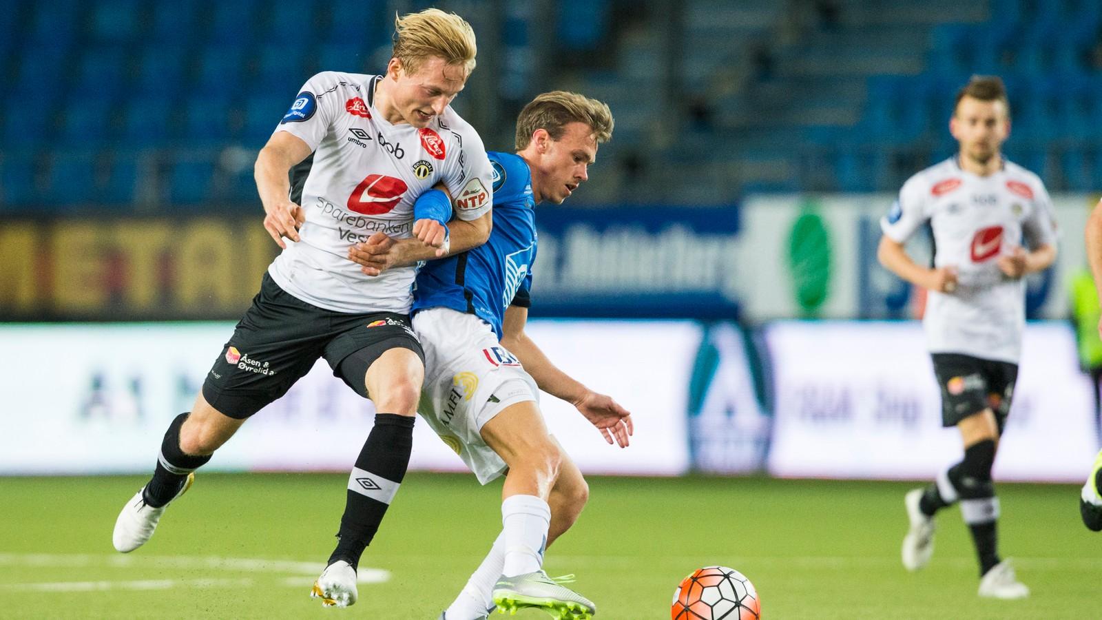 Eirik Birkelund (t.v.) og Petter Strand i eliteseriekampen mellom Molde og Sogndal på Aker Stadion.
