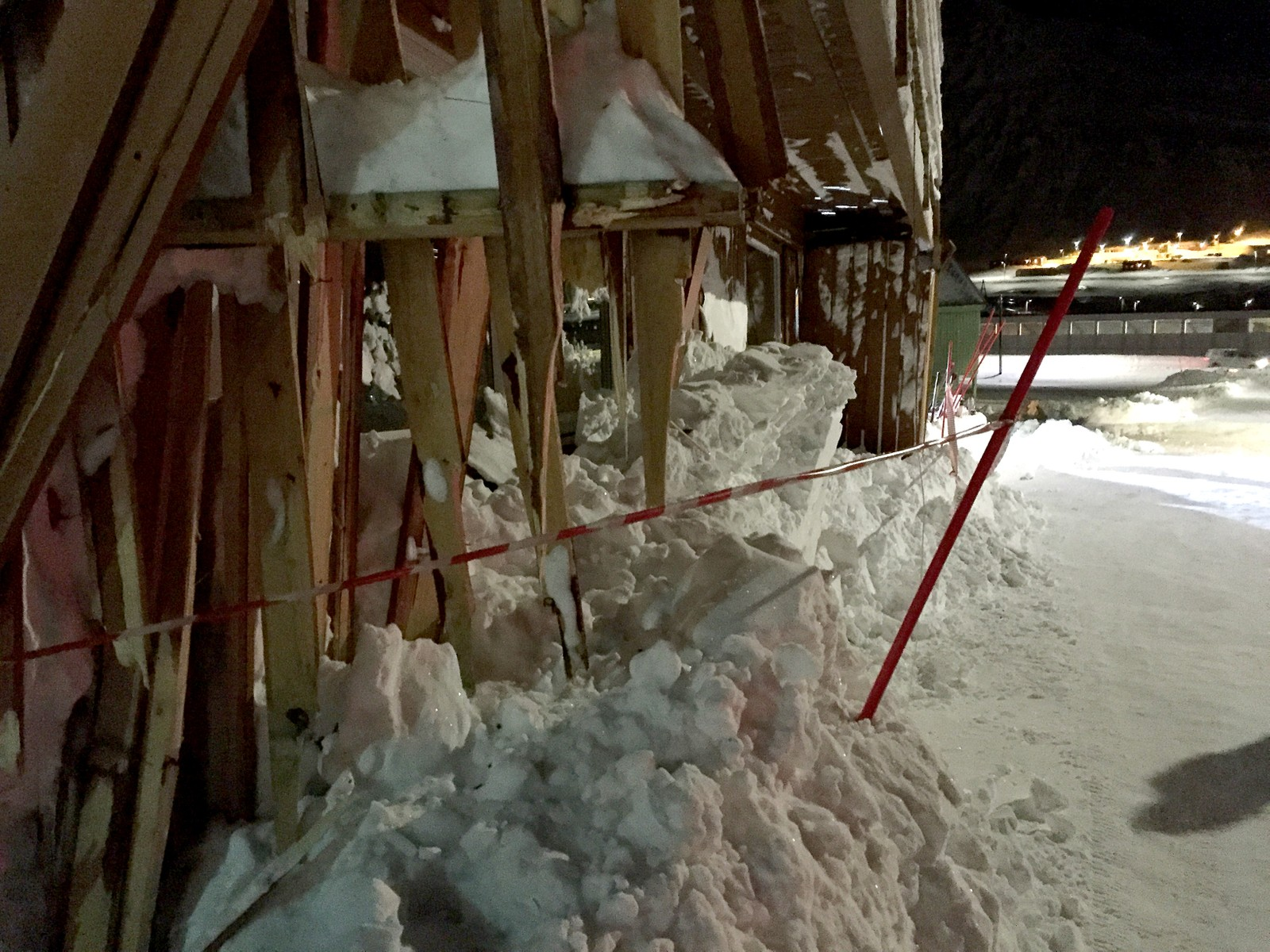 Skredet på Svalbard gjorde store skader på bebyggelsen.