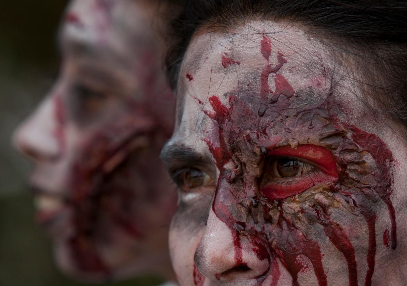Søndag ble de dødes dag arrangert i Mexico City. Det Halloween-lignende arrangementet samla flere hundre dødelig utkledde i byens sentrum.