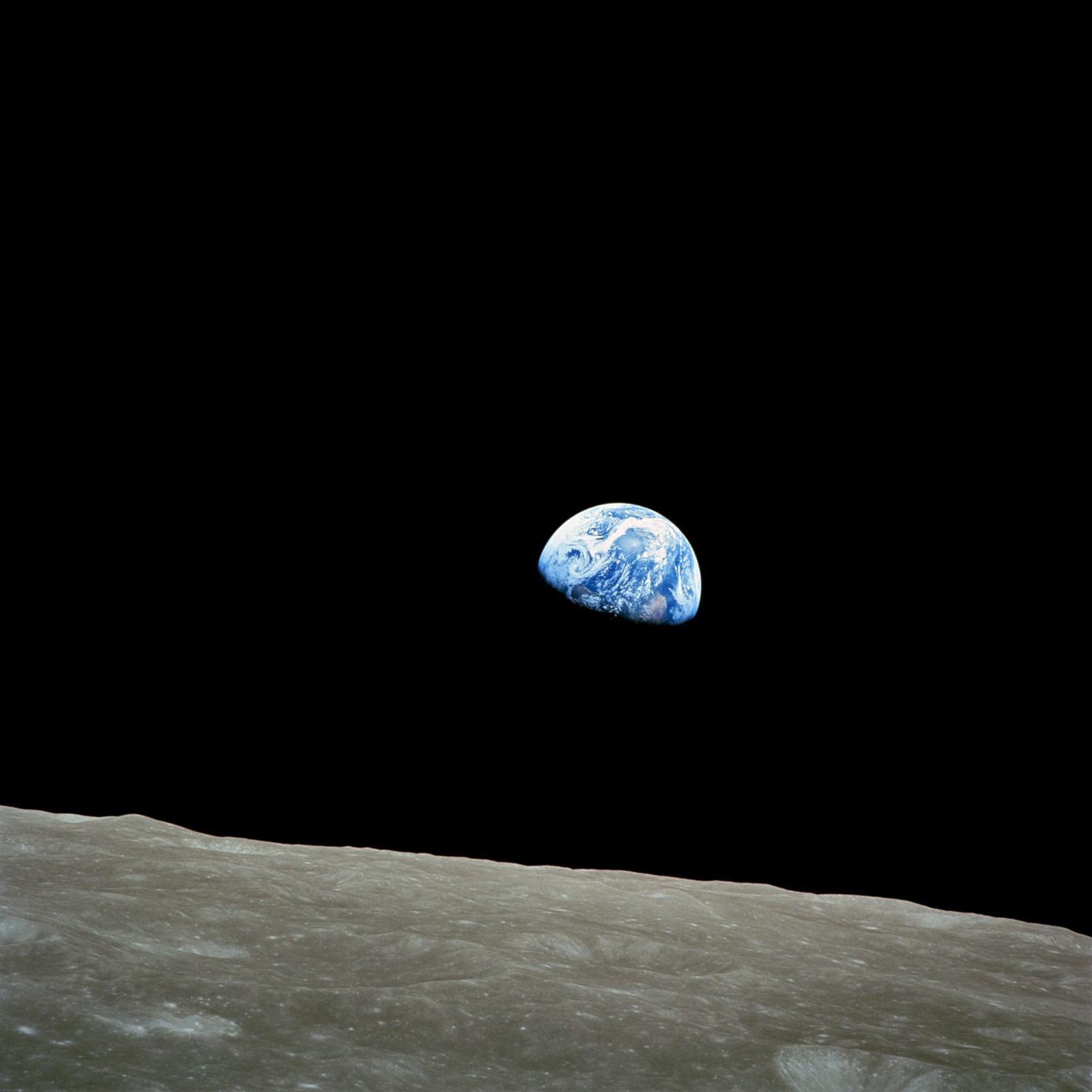 JORDOPPGANG: Astronaut William Anders tar dette bildet av jordkloden, sett fra månen på Apollo 8-ferden den 21. desember i 1968.