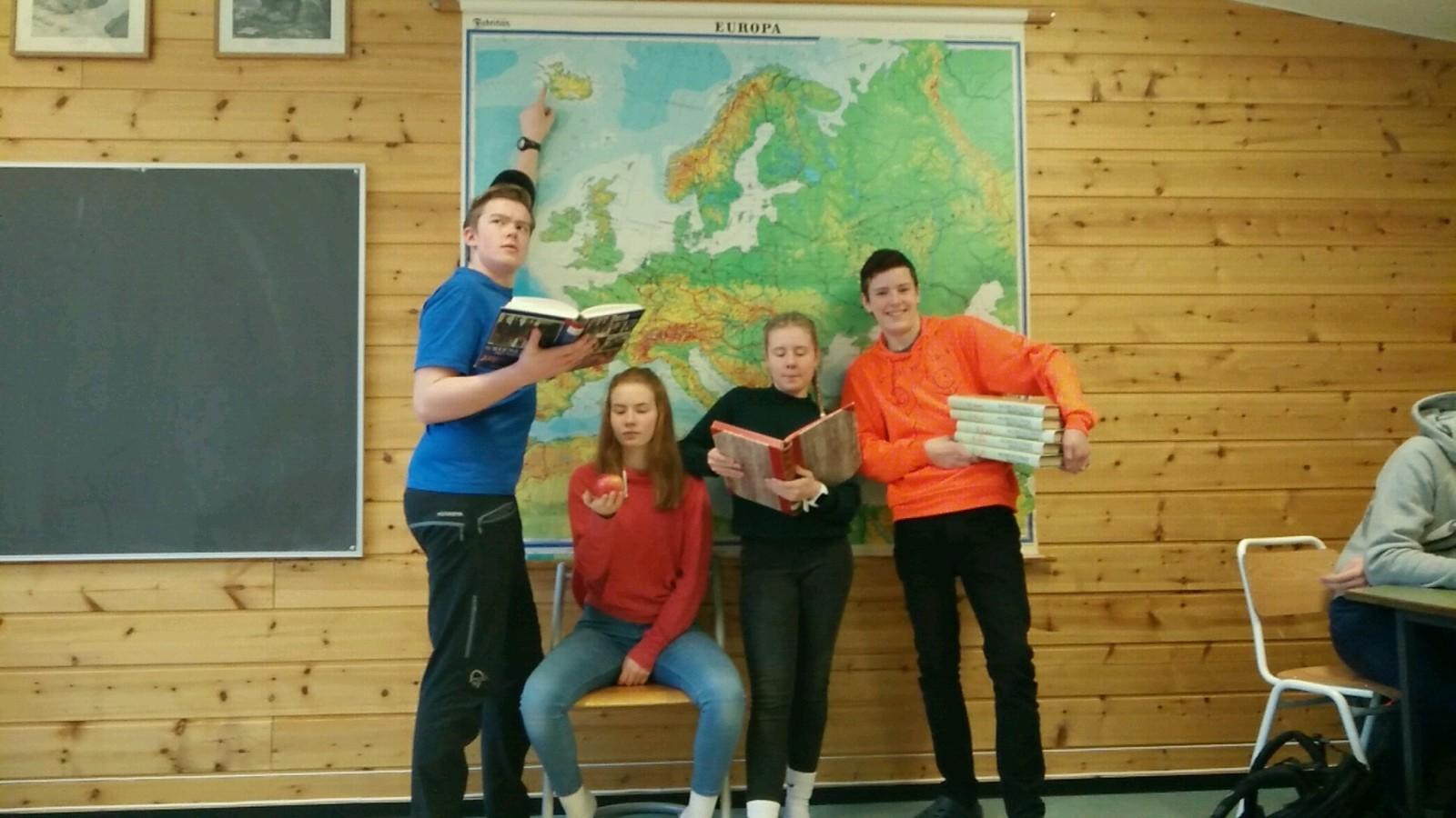 Frå venstre. Erik Vaagaasar, Brit Irene Mork, Siri Aaboen(reserve), Tor Espen Sulheim Ovesen fra Lom ungdomsskule fikk åtte rette.