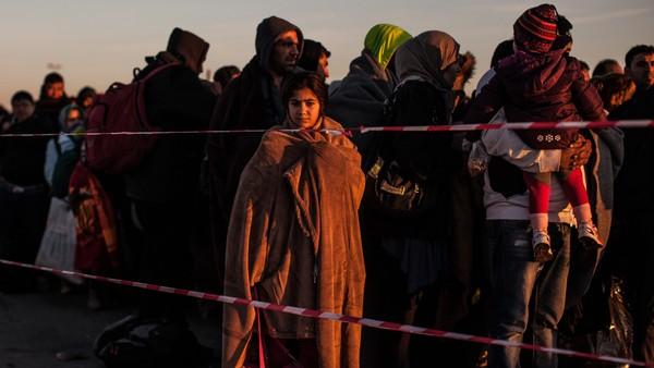 I eit år har kamerateamet fulgt flyktninganes ferd mot Europa