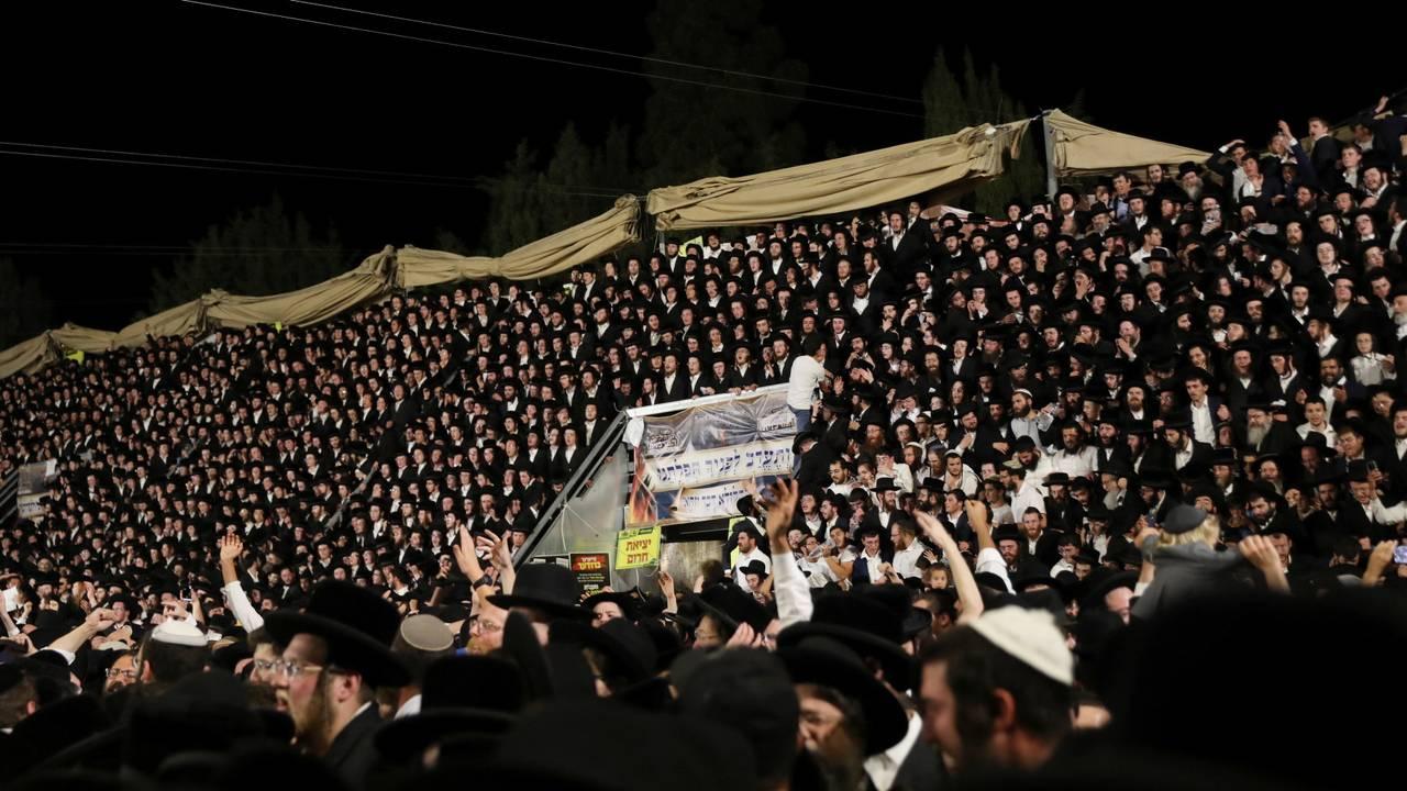 Tusenvis av ultraortodokse jøder var samlet for å markere  høytiden Lag Ba'Omer, ved fjellet Meron nord i Israel.