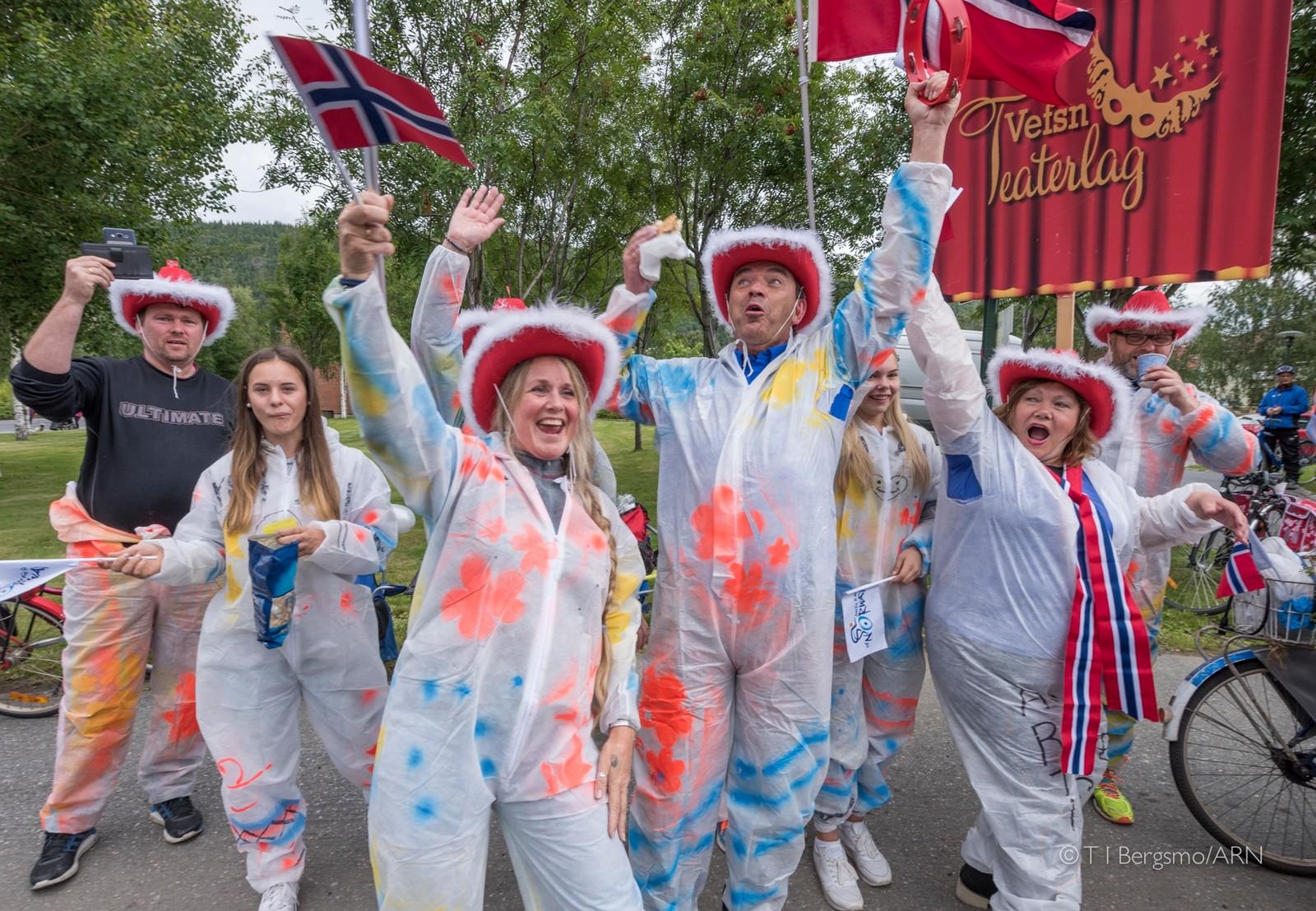 Vefsn Teaterlag med mye energi og humør under Arctic Race.