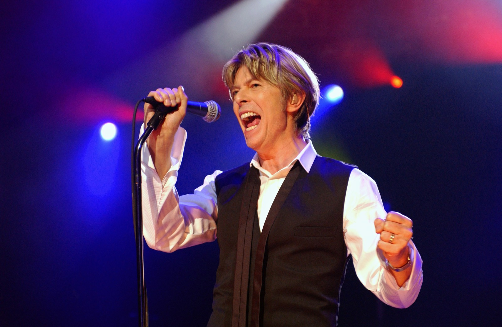 Juli 2002. David Bowie opptrer i Paris.