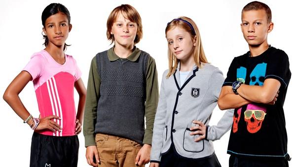 Dansk dramaserie. Fire ungdommer kjemper med forskjellige problemer i hverdagen,  men ett problem må de løse sammen.
